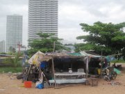 800px-Poor_and_rich_in_Thailand